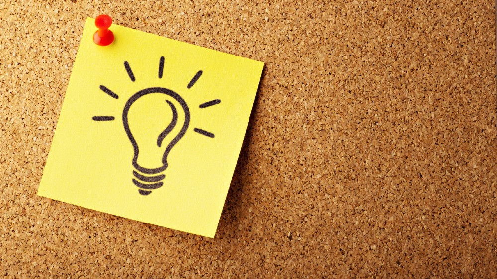 post it note with lightbulb